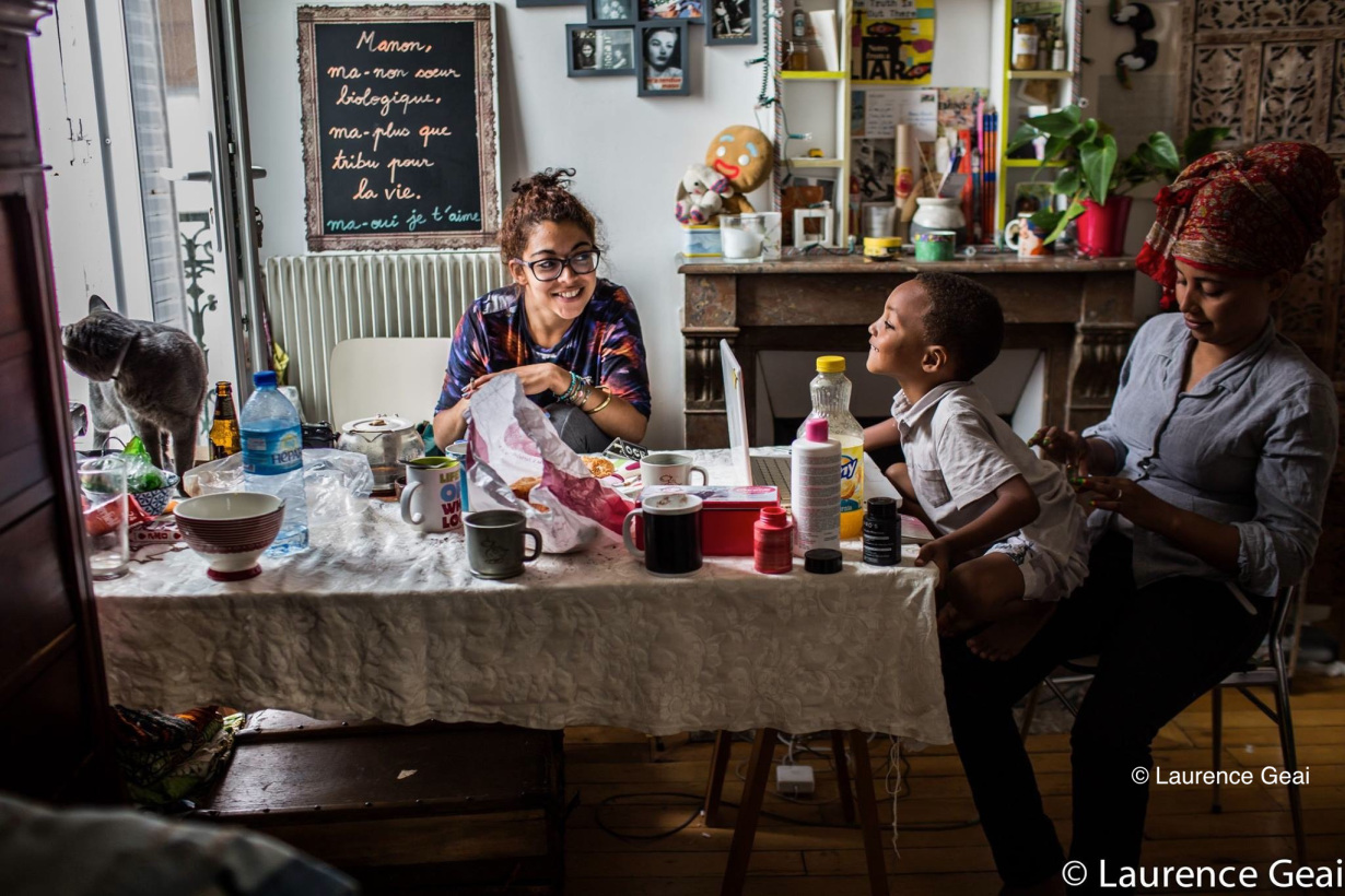 refugees at home - photo Laurence Geai